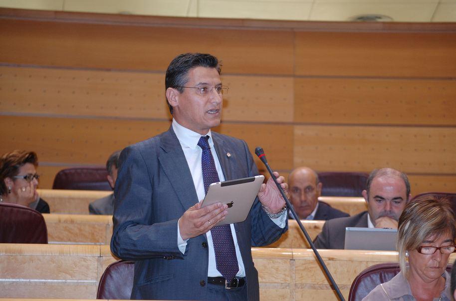 Luis Salvador Parlamentario