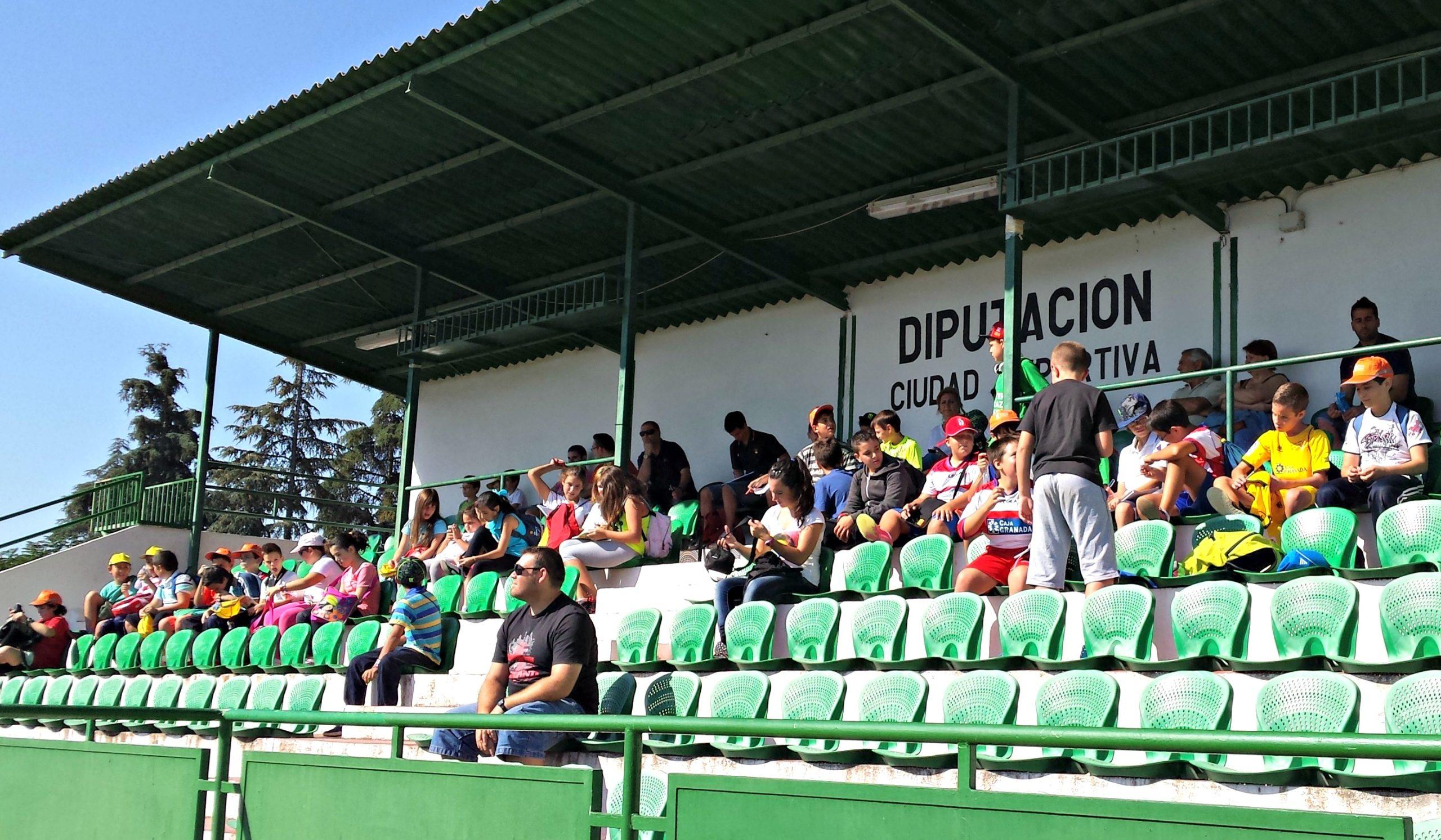 Niños en el entrenamiento del Granada CF