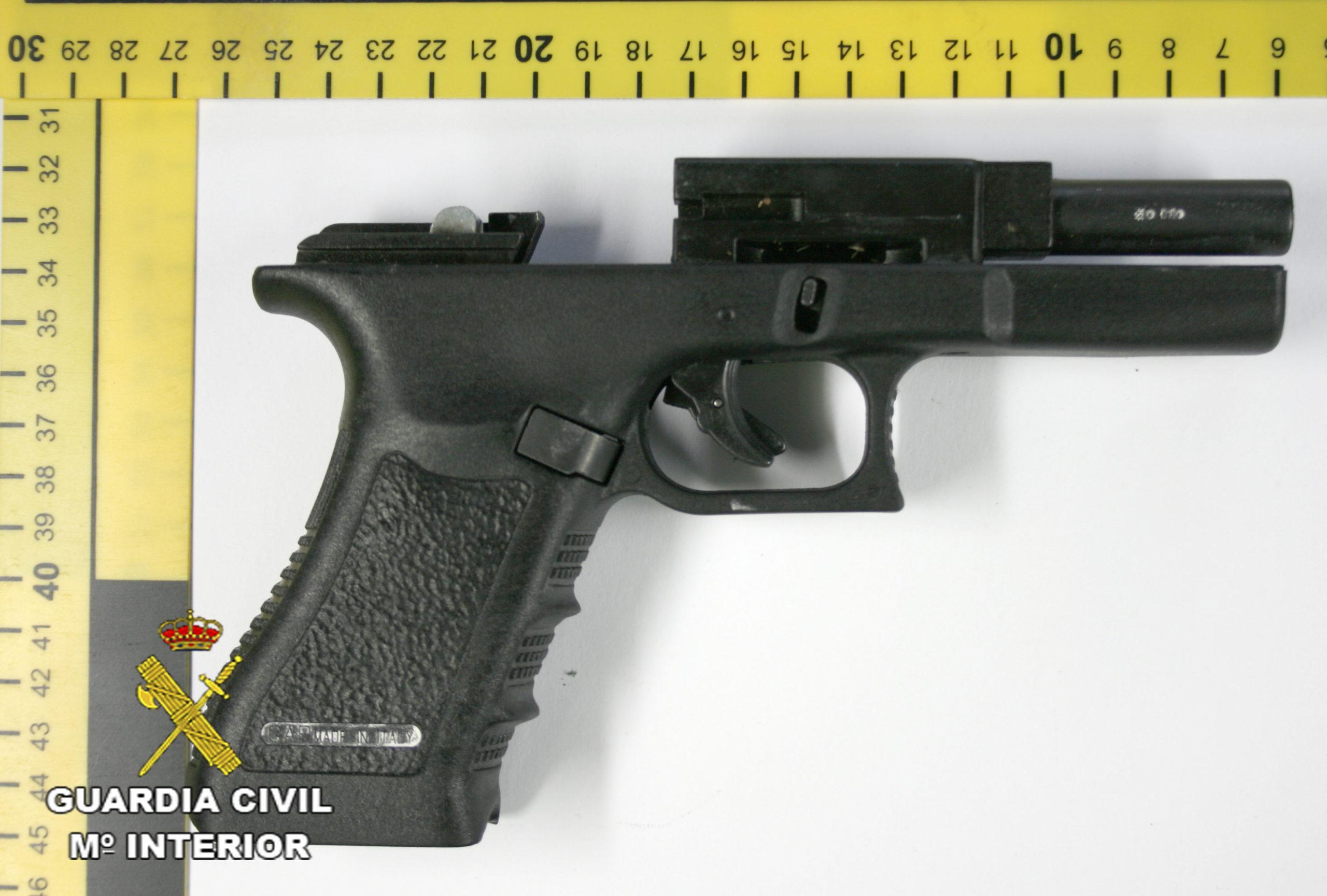 pistola simulada recuperada