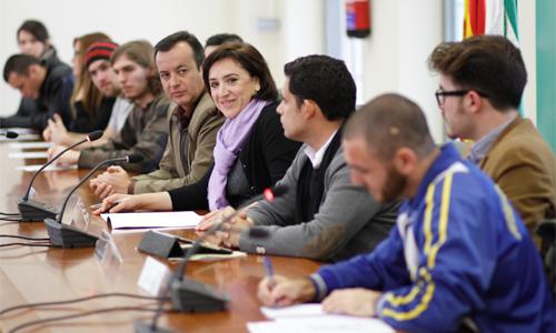 Fermin Rodriguez - La delegada del Gobierno andaluz en Granada, Sandra García, y el director del Instituto Andaluz de la Juventud (IAJ), Raúl Perales, se reúnen con jóvenes de países de la Unión Europea