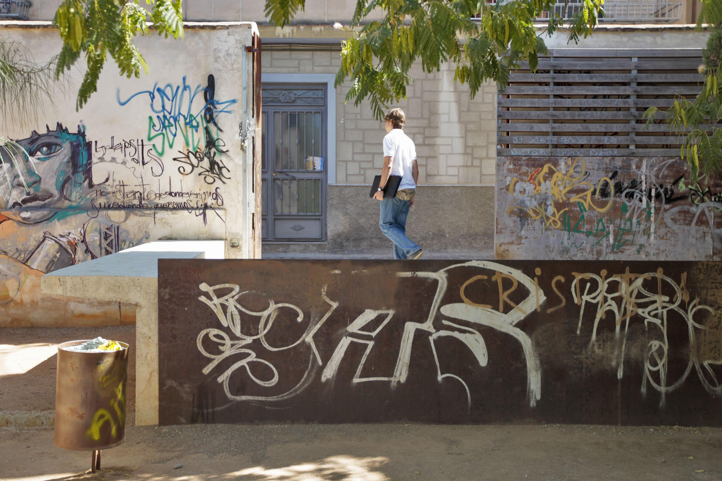 DOCU_IDEAL Desperfectos en el parque del Cuarto Real de Santo Domingo.  Foto: Ramón L. Pérez