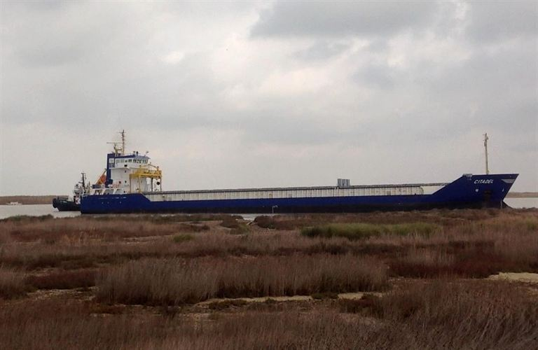 Canal 13 Transmite Esta Noche Nacimiento De La Hija De: El Barco Varado En La Orilla Del Guadalquivir Tendrá Que