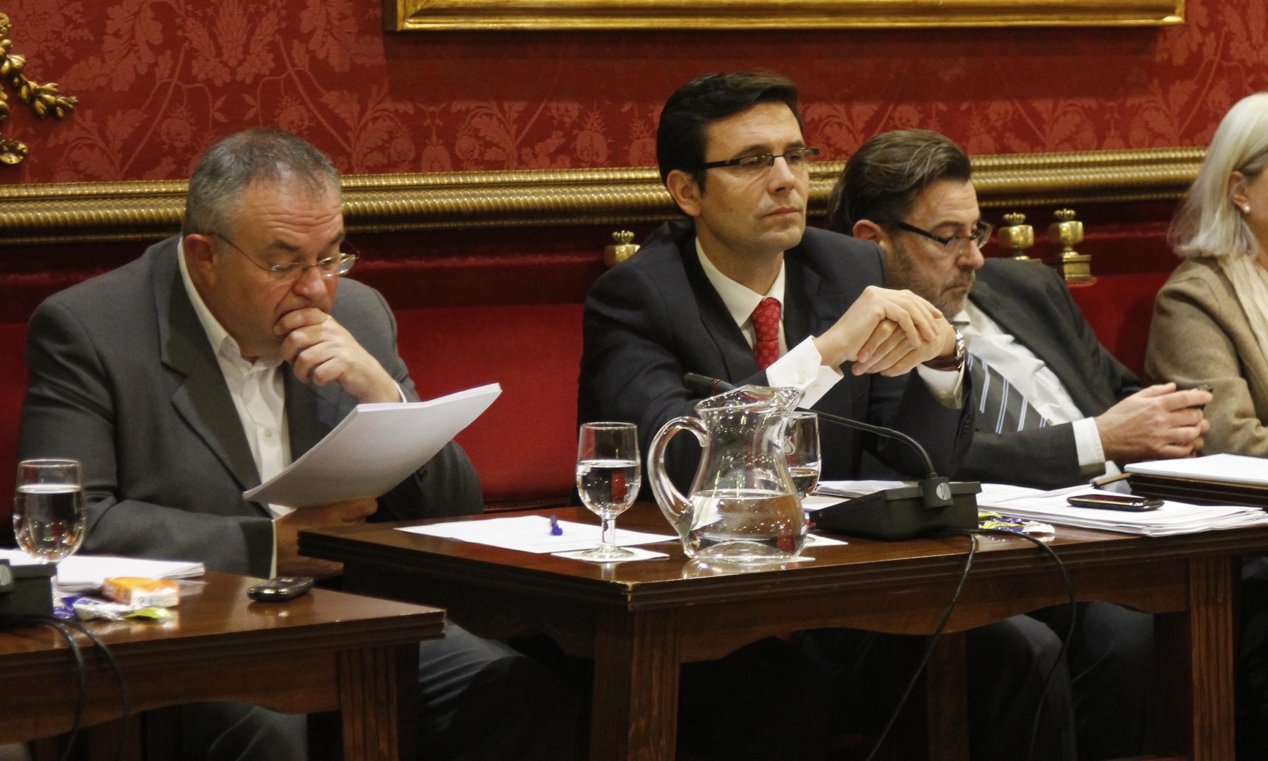 Ayuntamiento de Granada celebra pleno extraordinario para presupuesto municipal ejercicio 2014 - paco cuenca PSOE