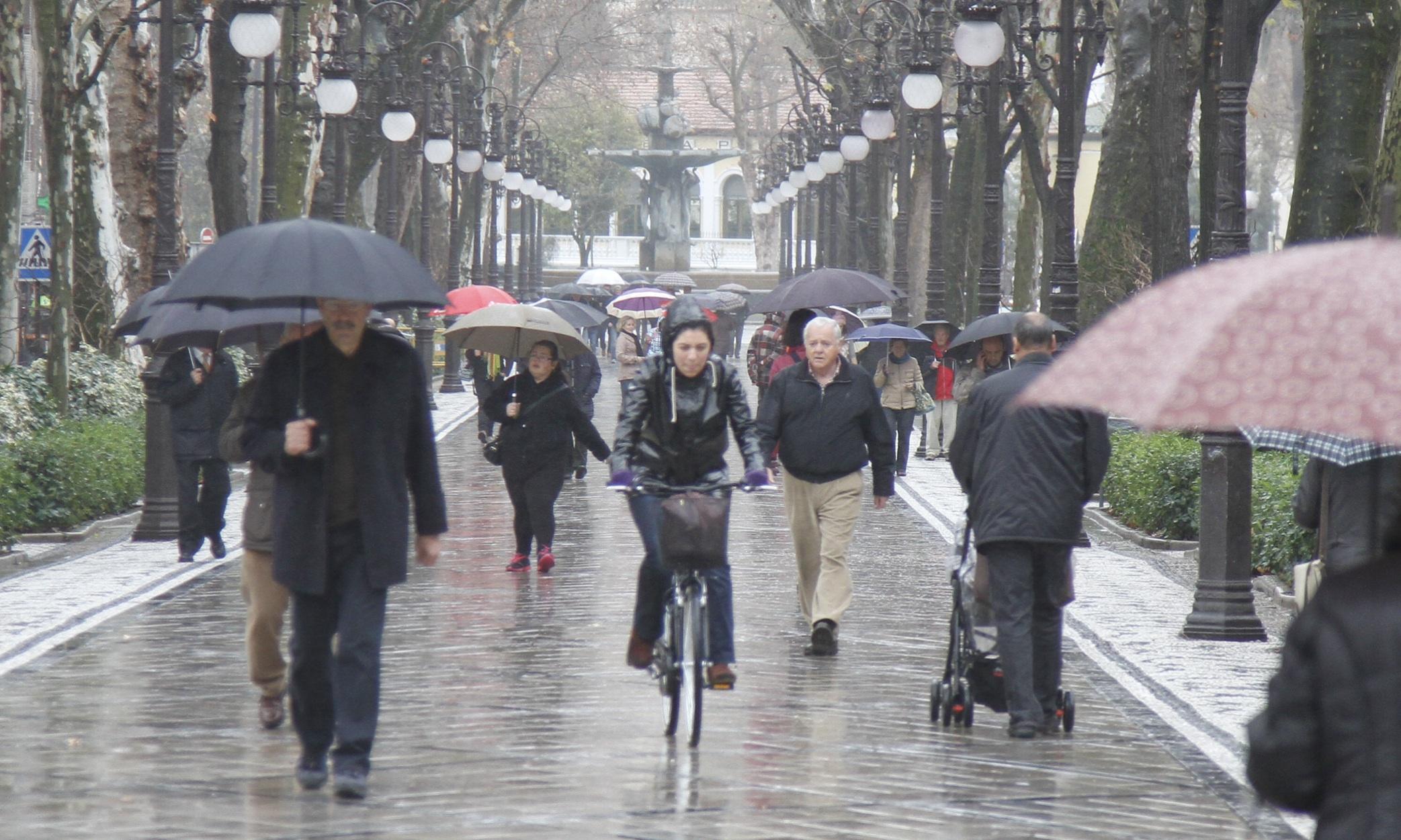 lluvia mal tiempo Granada carrera de la virgen