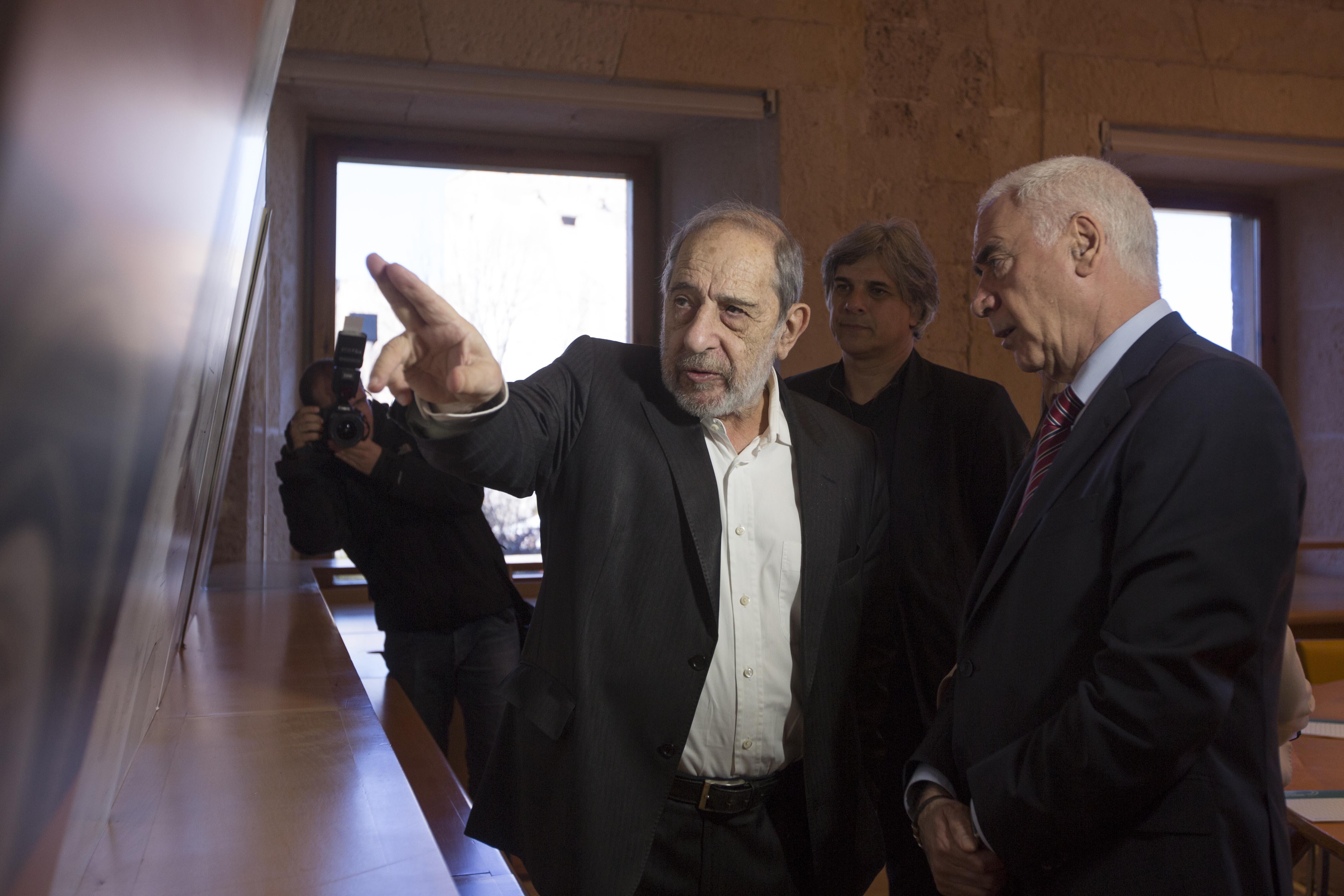 El arquitecto Alvaro Siza acude a la reunion del consejo.