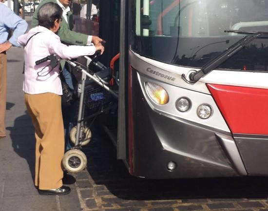 Visita PSOE zona estación autobuses 2