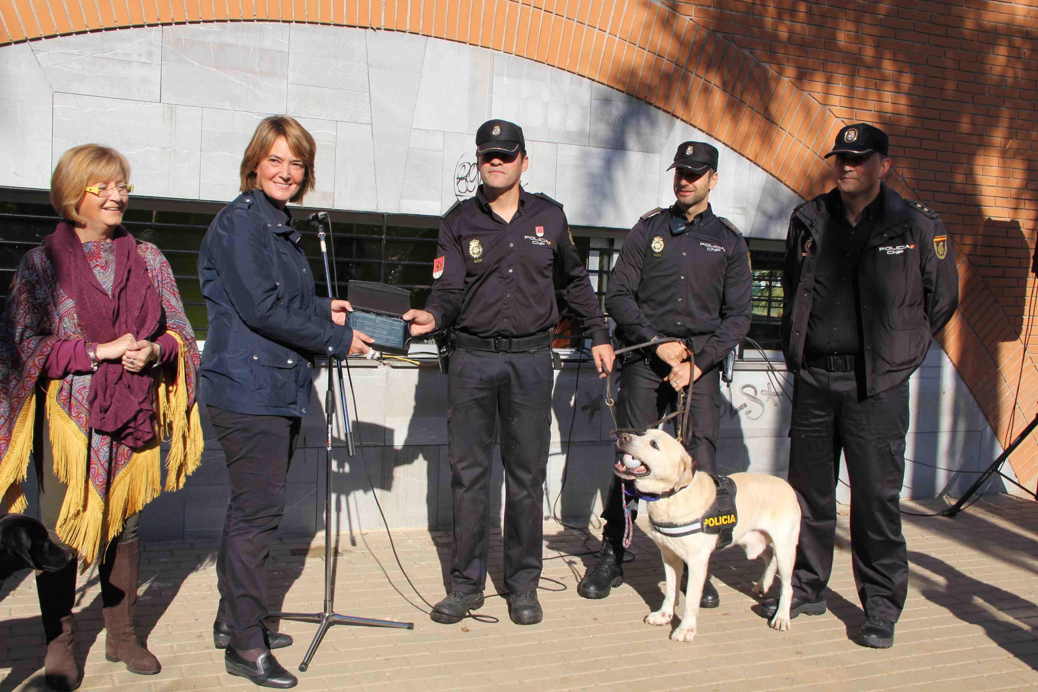 Placa a UEGC Policia Nacional