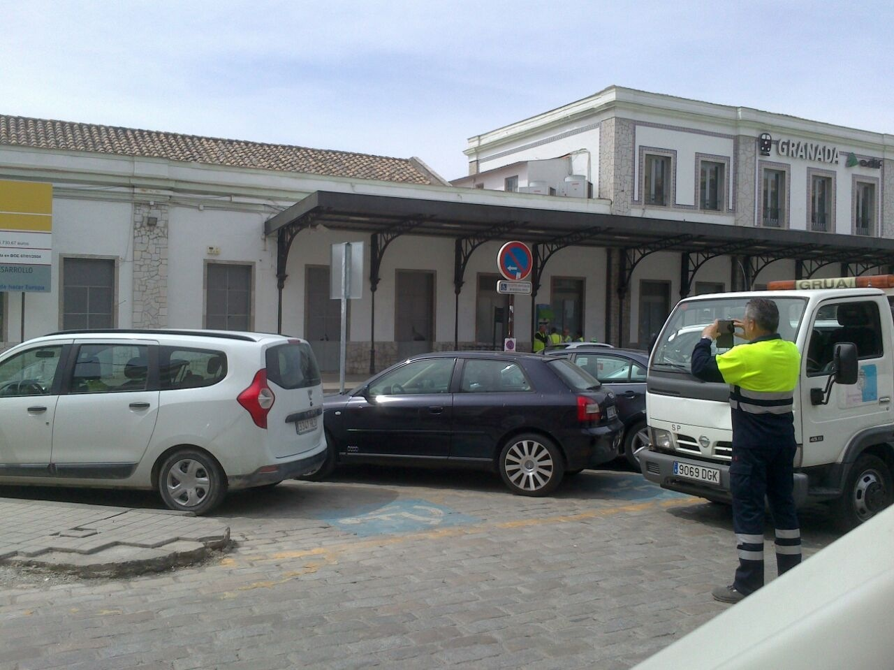GRUISTAS MULTANDOEL JUEVES A LOS PASAJEROS DE RENFE