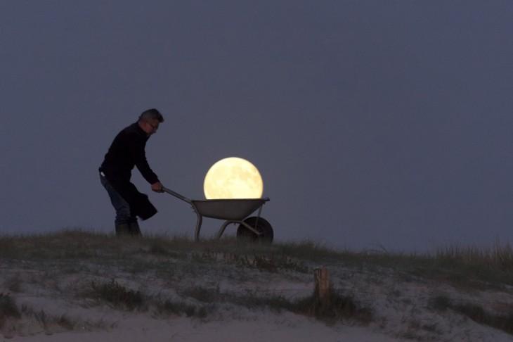 acarreando-la-luna-en-la-noche1-730x486
