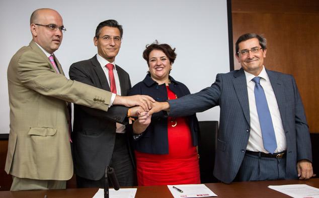 Luis-Salvador-Ciudadanos-Teresa-Jimenez-Firma-Anticorrupción-(45-de-46)