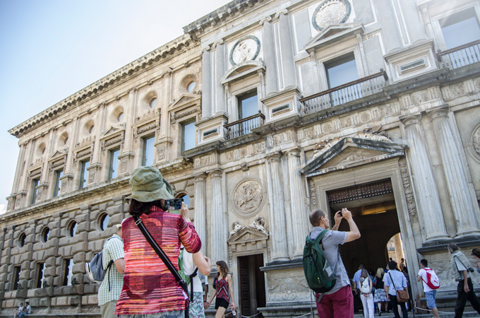 Turismo-Carlos-V---Turistas-(2)