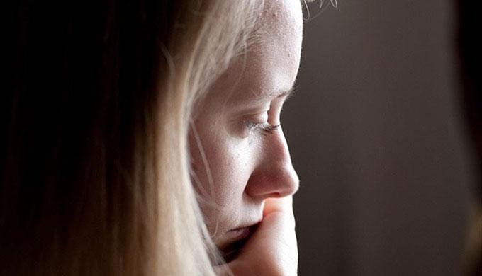 Chica-Mirada-Taciturna-Depresion-EP