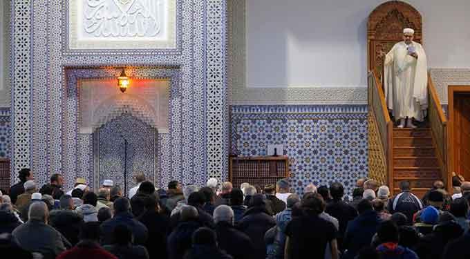 Iman-Mezquita-Sermon-EP