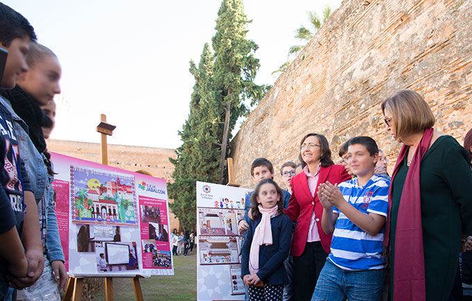Visita-Alhambra-Rosa-Aguilar-Adelaida-De-La-Calle-Alumnos-GetlyArce