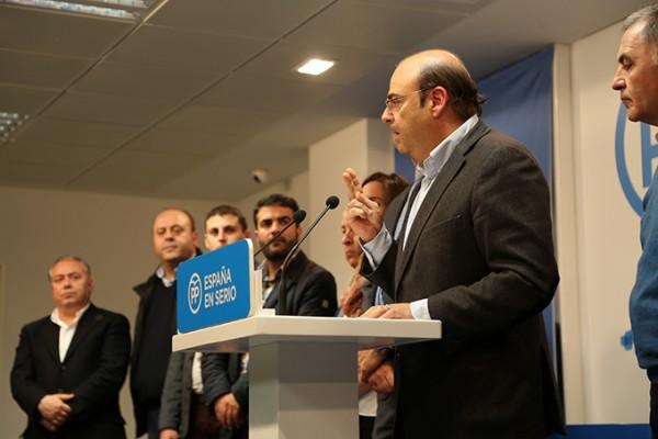 2015-12-03 Pegada Carteles PP Sebastián Pérez