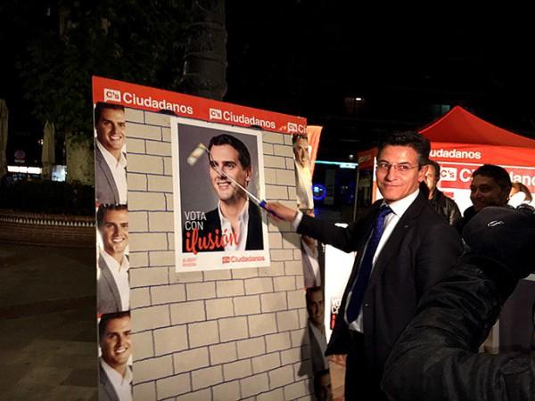 luis salvador pegada carteles Ciudadanos