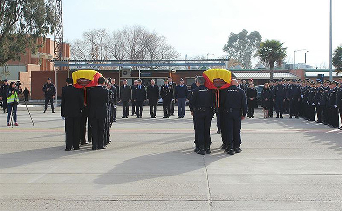 policias víctimas del terrorismo feretros entierro