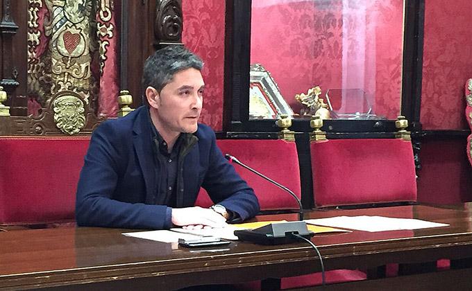 El concejal Manuel Olivares durante la rueda de prensa sobre el Observatorio de la Movilidad