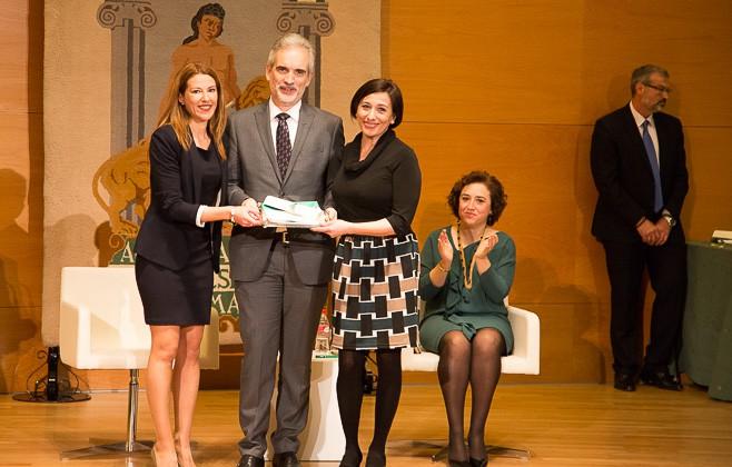 Entrega Banderas Andalucía Ruth Molina Mercedes Proyecto APP Diálisis 24H  -1