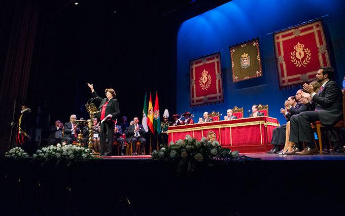 Honores-Y-Distinciones-Ciudad-Granada-GetlyArce