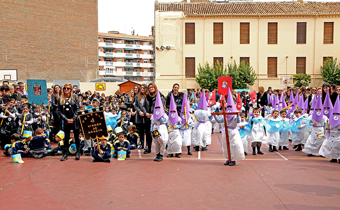Procesión Colegio Virgen de Gracia