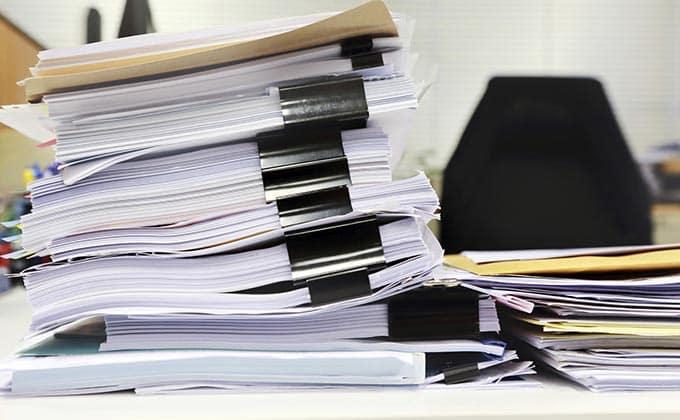 papeles-mesa-trabajo-oficina