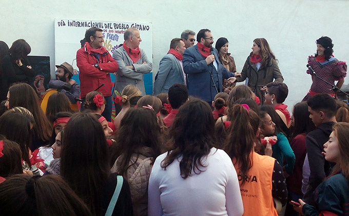 Germán Gonzañez junta día pueblo gitano escolares