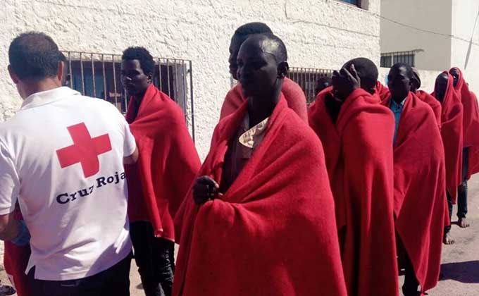 inmigrantes-cruz-roja-patera-rescate