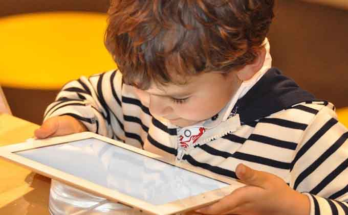 niño-tablet-tecnologia