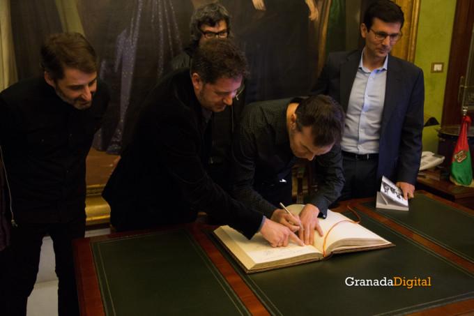 091 Firma libro honor ayuntamineto de Granada-14
