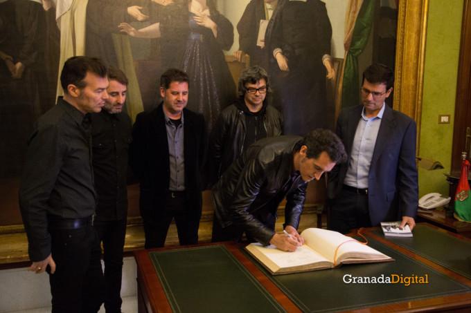 091 Firma libro honor ayuntamineto de Granada-15