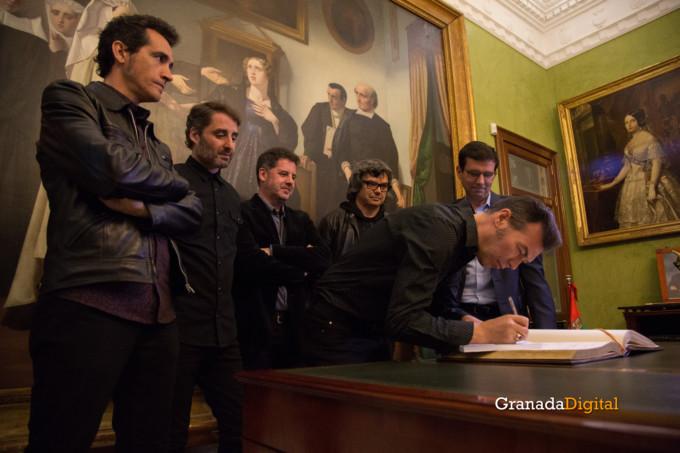 091 Firma libro honor ayuntamineto de Granada-17