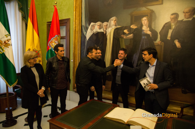 091 Firma libro honor ayuntamineto de Granada-19