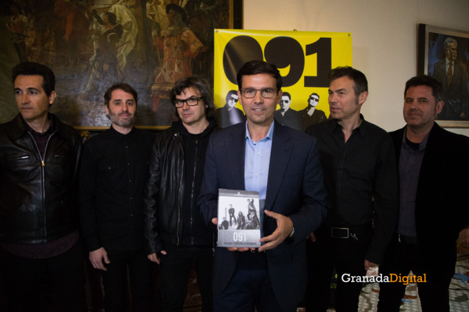 091 Firma libro honor ayuntamineto de Granada-5
