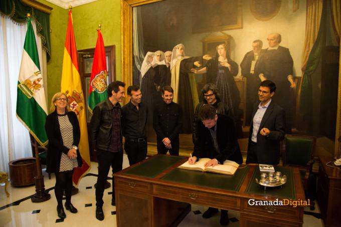 091 Firma libro honor ayuntamineto de Granada-8