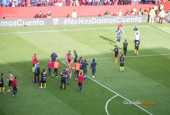 Permancia Granada CF Sevilla Afición salida buses-16
