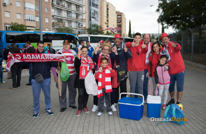 Permancia Granada CF Sevilla Afición salida buses-2