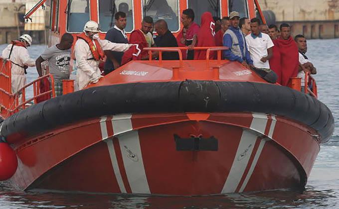 Llegan-Puerto-Motril-inmigrantes-rescatados_TINIMA20140810_0010_51