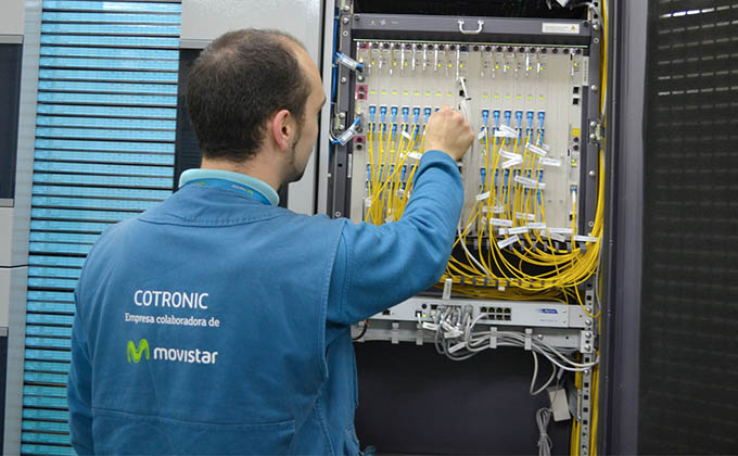 TECNICO MOVISTAR TRABAJOS FIBRA OPTICA 16