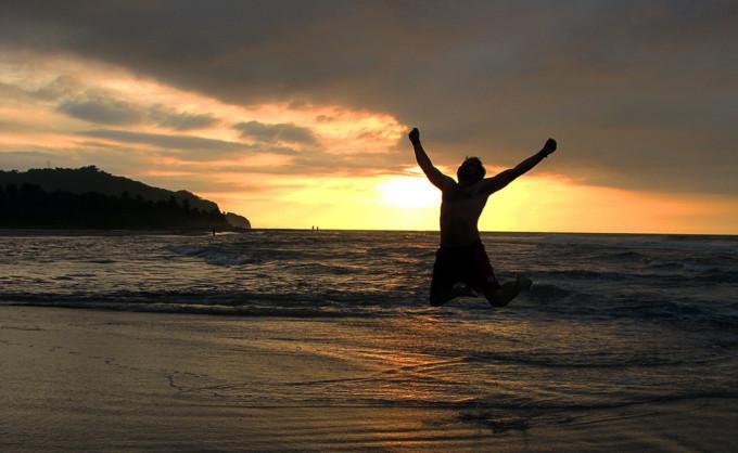 felicidad-playa-puesta-de-sol