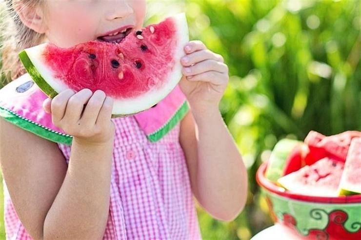 sandia-fruta-niña