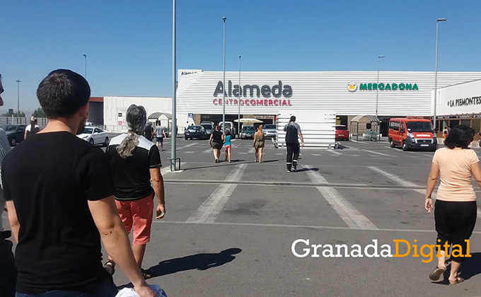 Gente volviendo al Alameda
