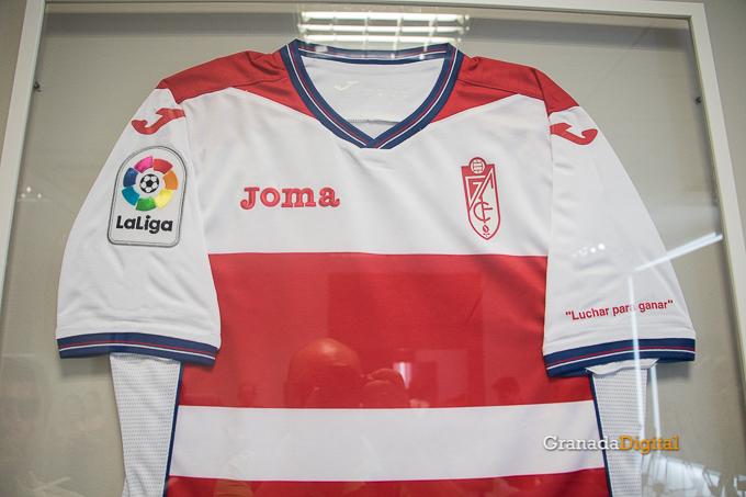 4e13fd36ec1ae Presentación Primera equipación camiseta Granada CF rojiblanco-4