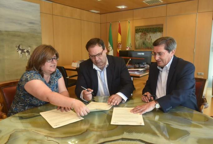 firma convenio Hosteleria y Turismo