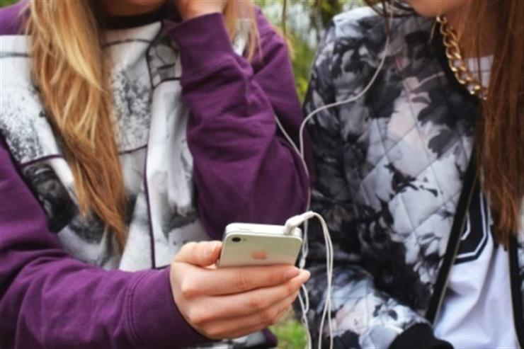 movil-app-jovenes-chicas