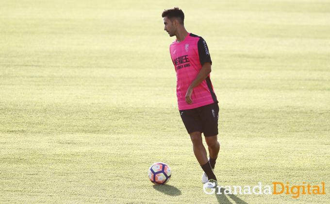 primer entrenamiento de Alberto Bueno como jugador del Granada CF Antonio L Juarez (2)