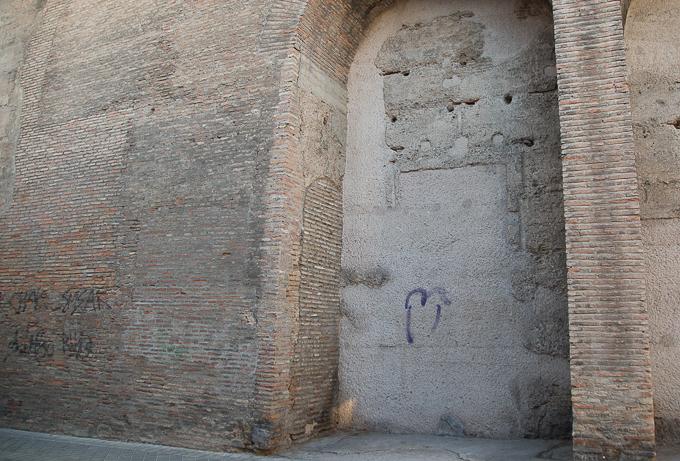 puerta elvira BIC pintadas caámras albaicín-4