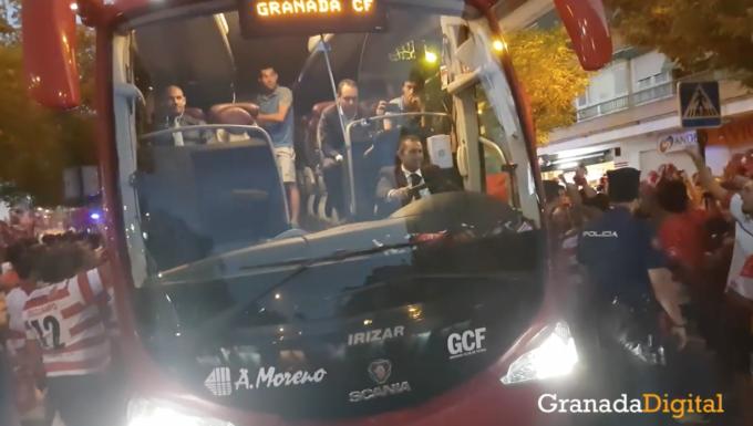 recibimiento del autobus del granada cf