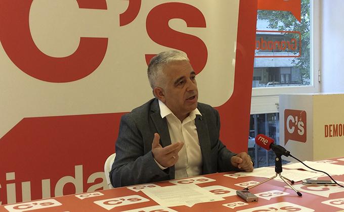 El parlamentario granadino José Antonio Funes en rueda de prensa