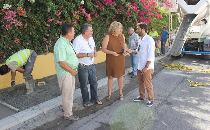 Flor Almón y Antonio Escámez durante la visita a las obras calle Manuel Peña Alta donde han anunciado concurso gestión Estación Autobuses